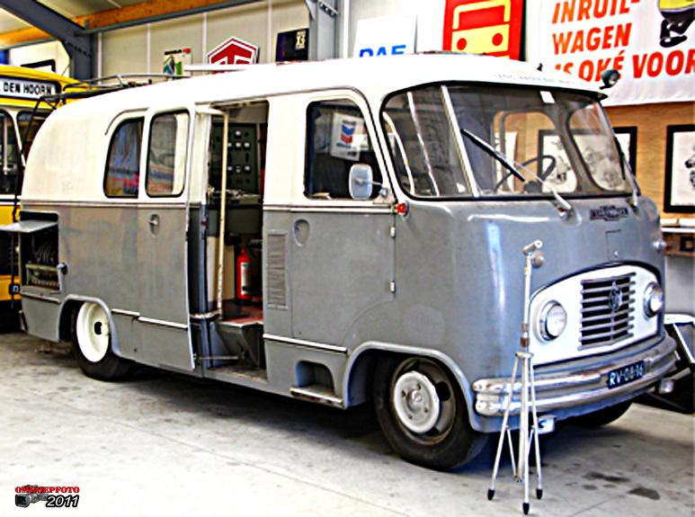 Op deze OmroepFoto : Chevrolet 3742 chassis met polyester werkspoor opbouw