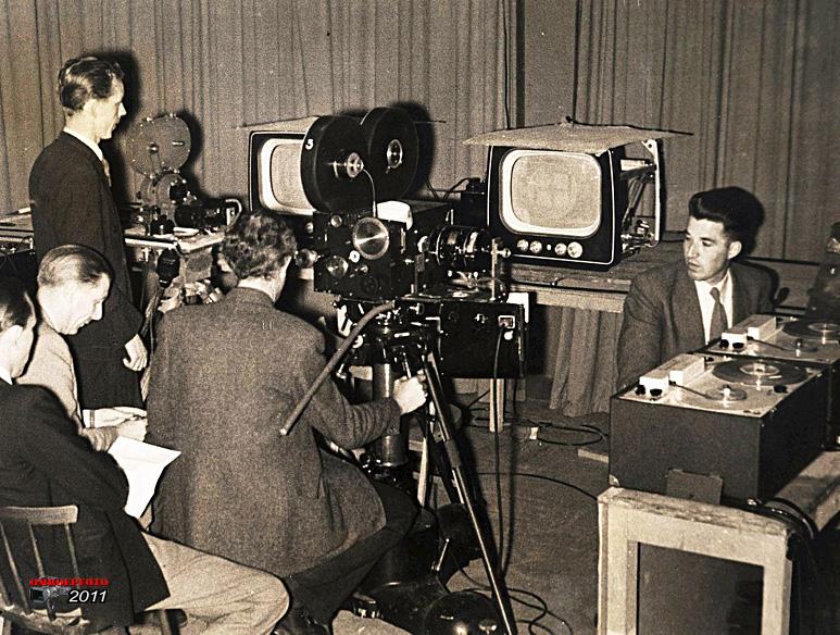 Op deze OmroepFoto : Filmen vanaf een beeldbuis was destijds de enige manier om een tv uitzending op te nemen…Telerecording