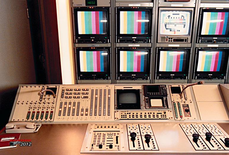 Op deze OmroepFoto : CCK beeldtafel met monoknoppen voor 4 LDK 6 buizen camera's en ingebouwd MCP