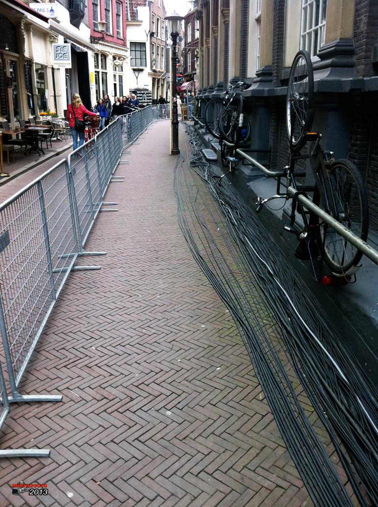 Op deze OmroepFoto : De kabels liggen klaar