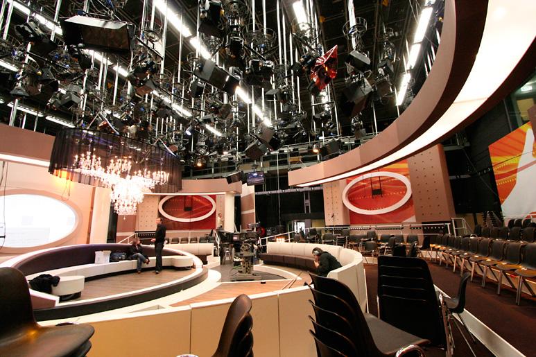 Doos 171 Foto 3413 Heel Holland Helpt met Wendy van Dijk voor RTL 4, 1e repetitiedag in het nieuwe decor.