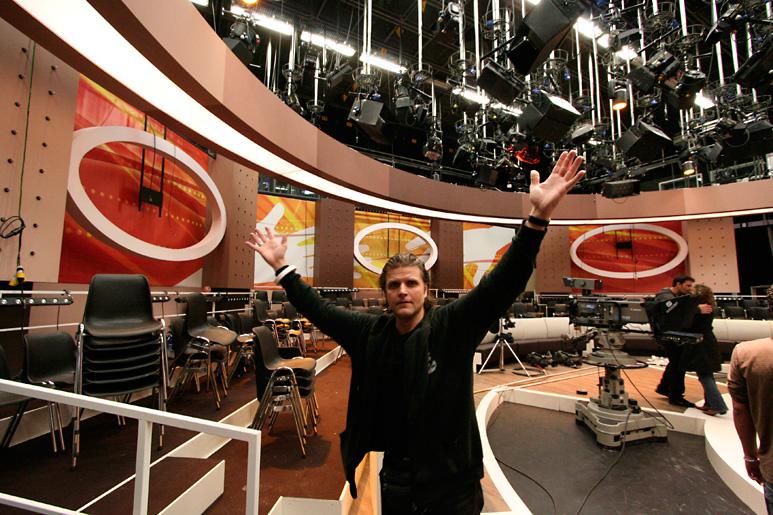 Doos 171 Foto 3414 Heel Holland Helpt met Wendy van Dijk voor RTL 4, 1e repetitiedag in het nieuwe decor.