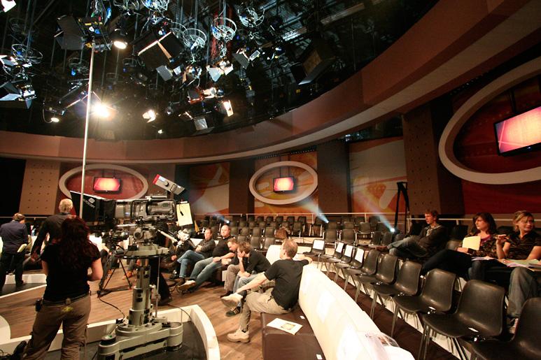 Doos 171 Foto 3415 Heel Holland Helpt met Wendy van Dijk voor RTL 4, 1e repetitiedag in het nieuwe decor.