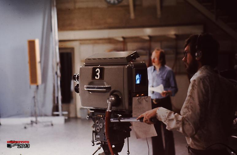 Op deze OmroepFoto : Jaap achter de camera, op de achtergrond cursusleider Henk Renou