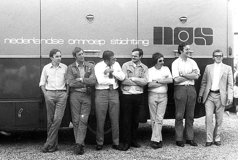 Op deze OmroepFoto : Deze foto is zó oud, dat al niemand meer weet, wie er op staan...