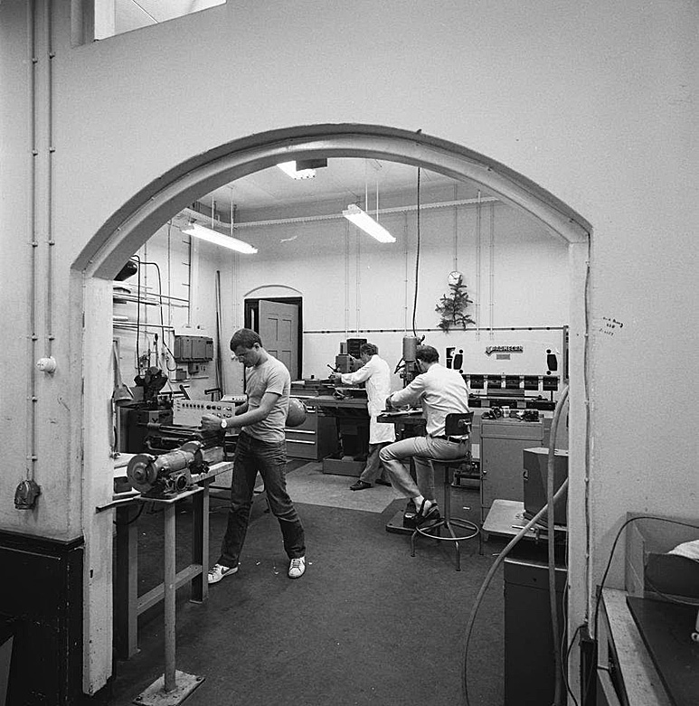 Op deze OmroepFoto : Mechanische Werkplaats. Met oa. Michel Schuurmans.