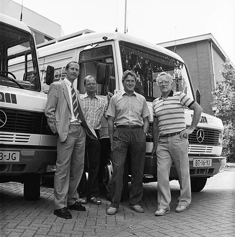 Op deze OmroepFoto : Met oa. John Goosen, Ferry Weiss en installatietechnicus Hans Hakkaart.